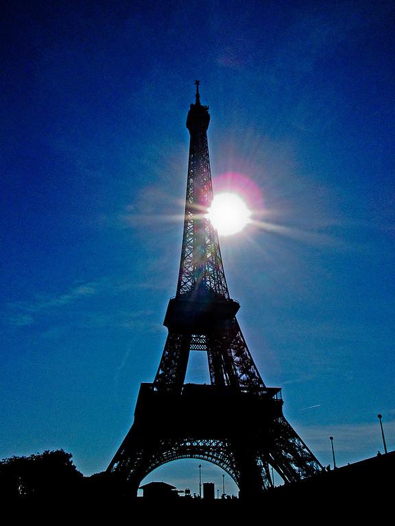 IMAGE: https://midnightblue.smugmug.com/Other/Paris-and-Italy-Sept-Oct-2014/i-SLCDGgg/0/XL/20140926175627..paris.IMG_0180-XL.jpg