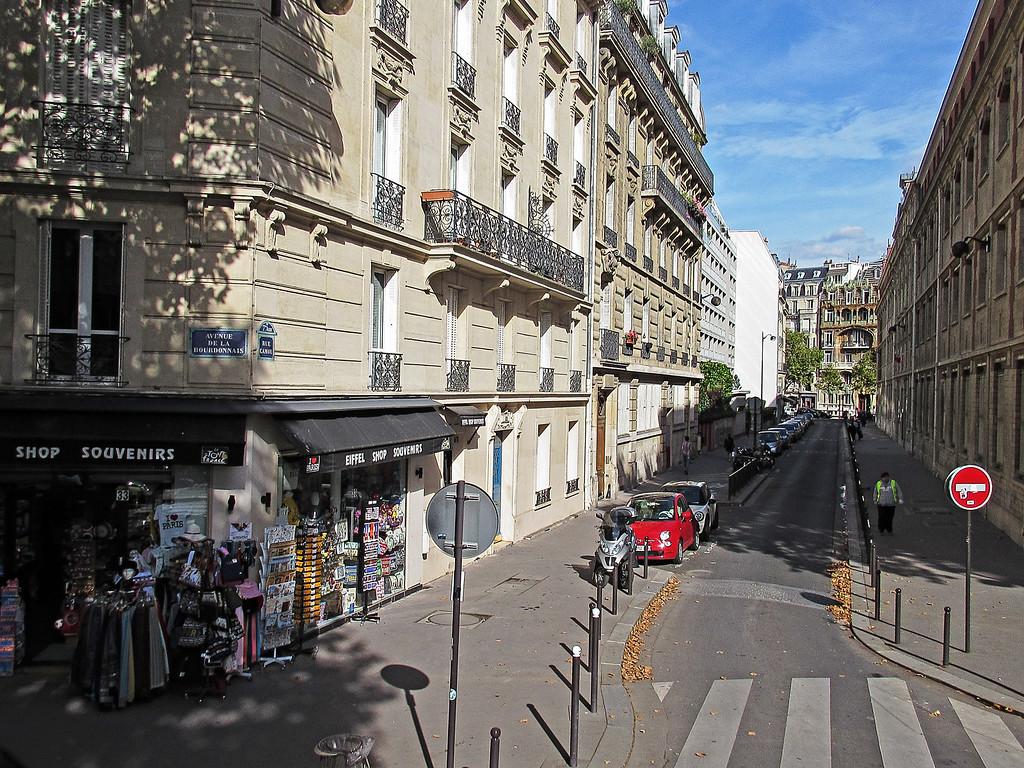 IMAGE: https://midnightblue.smugmug.com/Other/Paris-and-Italy-Sept-Oct-2014/i-pxqPTVr/0/XL/20140924215912..paris.IMG_0099-XL.jpg